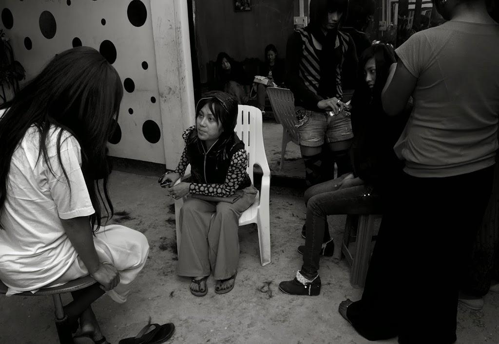 Bishesh counselling Kenan,an intern in Bishesh's parlour
