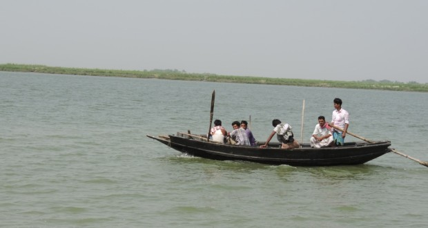 A boat ferrying people to mainland in Rajmahal, Jharkhand