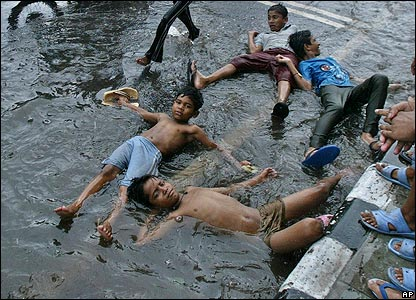 Street Children Enjoying Water, Thanks  To A Leaking Delhi Jal Board