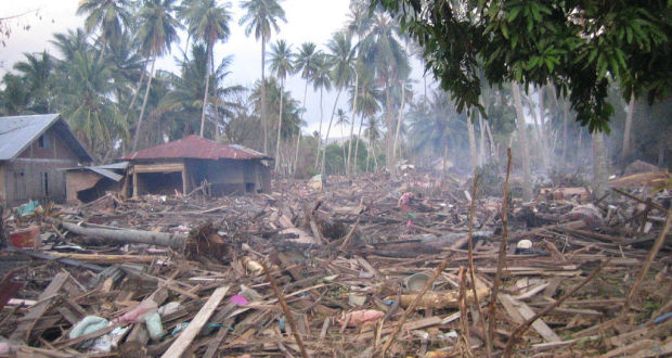 Aftermath of the 2004 tsunami | Photo: Flickr Creative Commons/joefriend