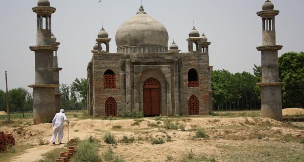 Qadri's taj mahal | Photos:   Narendra Kaushik