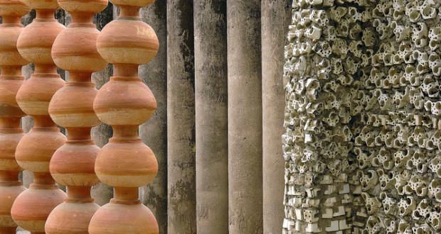 Pots, pillars and electric bulb sockets at the Nek Chand Rock Garden in Chandigarh, India. Giridhar Appaji Nag Y, CC BY-SA